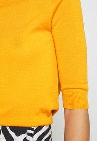 DAY Birger et Mikkelsen - WHITNEY - Basic T-shirt - season - 5