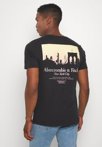 Abercrombie & Fitch - IMAGERY CITY TEE - Print T-shirt - black - 2