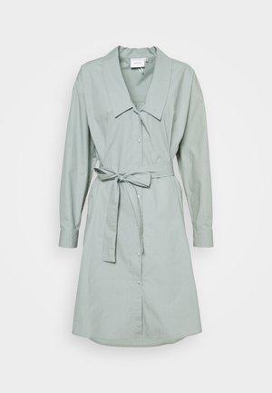 JILAN DRESS - Košilové šaty - slate gray