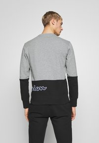 Champion - ROCHESTER CREWNECK BLOCK - Collegepaita - grey melange/black - 2