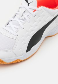Puma - AURIZ UNISEX - Multicourt tennis shoes - white/red blast - 5