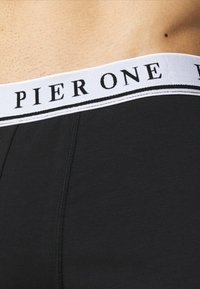 Pier One - 5 PACK - Boxerky - black/white - 3