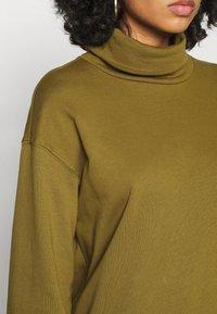 Vero Moda - VMMERCY ROLL NECK - Sweatshirt - fir green - 5