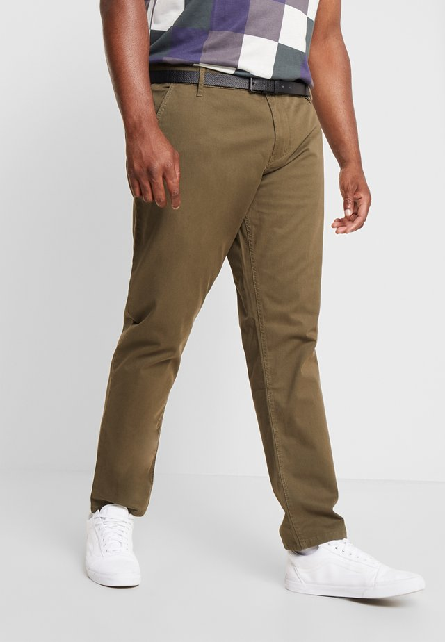 STRETCH WITH BELT - Chinos - army