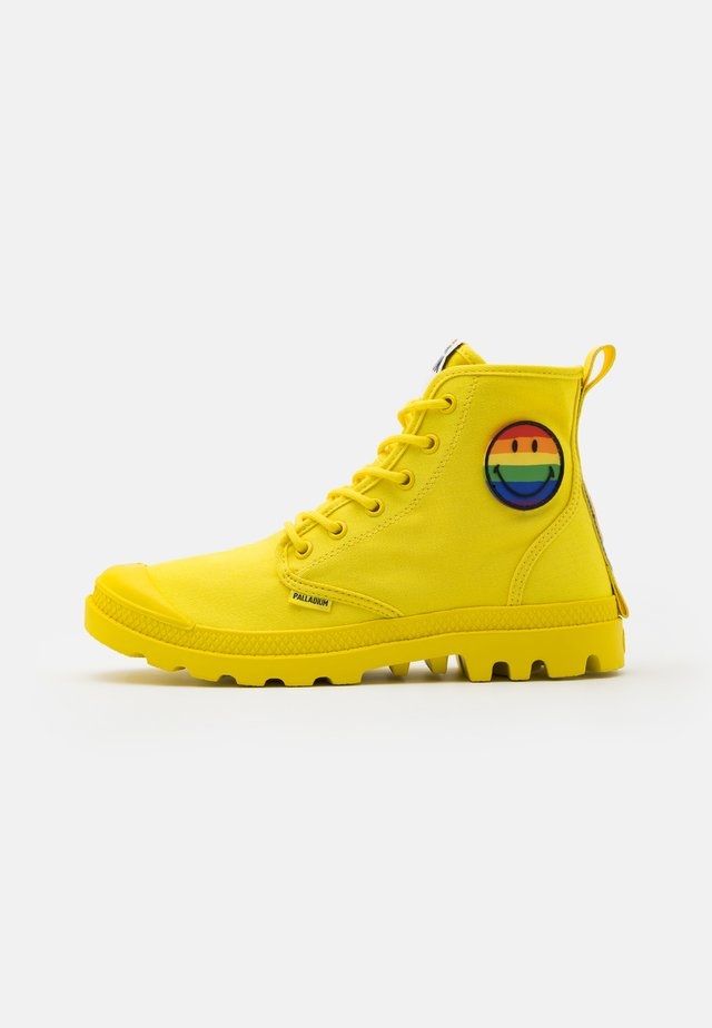 PAMPA PRIDE X SMILEY - Botines con cordones - yellow
