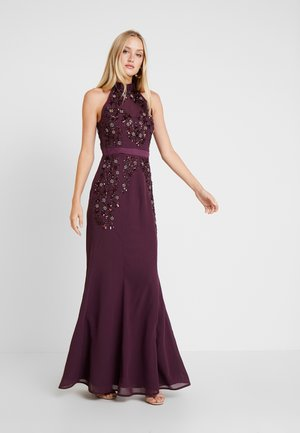 HIGH NECK EMBELLISHED FISHTAIL DRESS WITH OPEN BACK - Iltapuku - plum