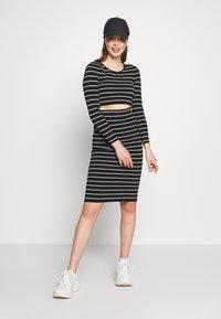 Good American - STRIPE MIDI SKIRT - Pencil skirt - black/white - 1
