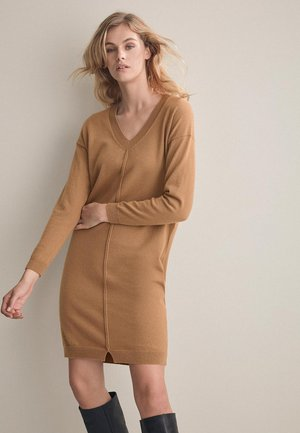 MIT RIPPE - Jumper dress - camel