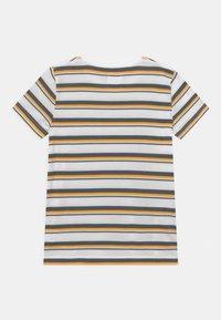 Levi's® - POCKET - T-shirt print - white - 1