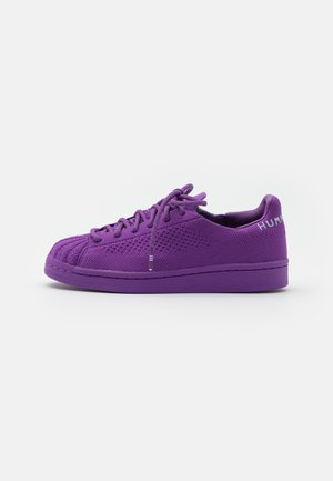 PW SUPERSTAR PK UNISEX - Sneaker low - active purple/grey two/night red