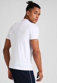 Fila - LOGO SMALL - Jednoduché triko - white - 2