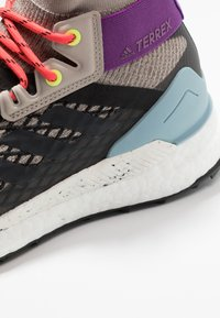adidas Performance - TERREX FREE HIKER - Trekingové boty - light brown/simple brown/ash grey - 5