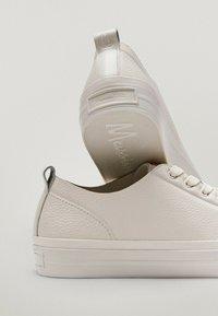 Massimo Dutti - Sneakersy niskie - beige - 5