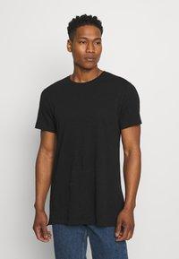 Only & Sons - ONSKARLAN LIFE FISHTALE TEE - T-shirt - bas - black - 0