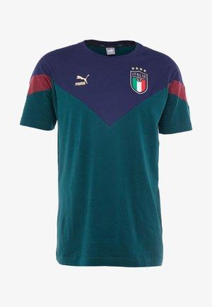 ITALIEN FIGC ICONIC MCS TEE - National team wear - ponderosa pine/peacoat