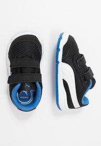 Puma - STEPFLEEX 2 UNISEX - Zapatillas de entrenamiento - black/white/palace blue - 0
