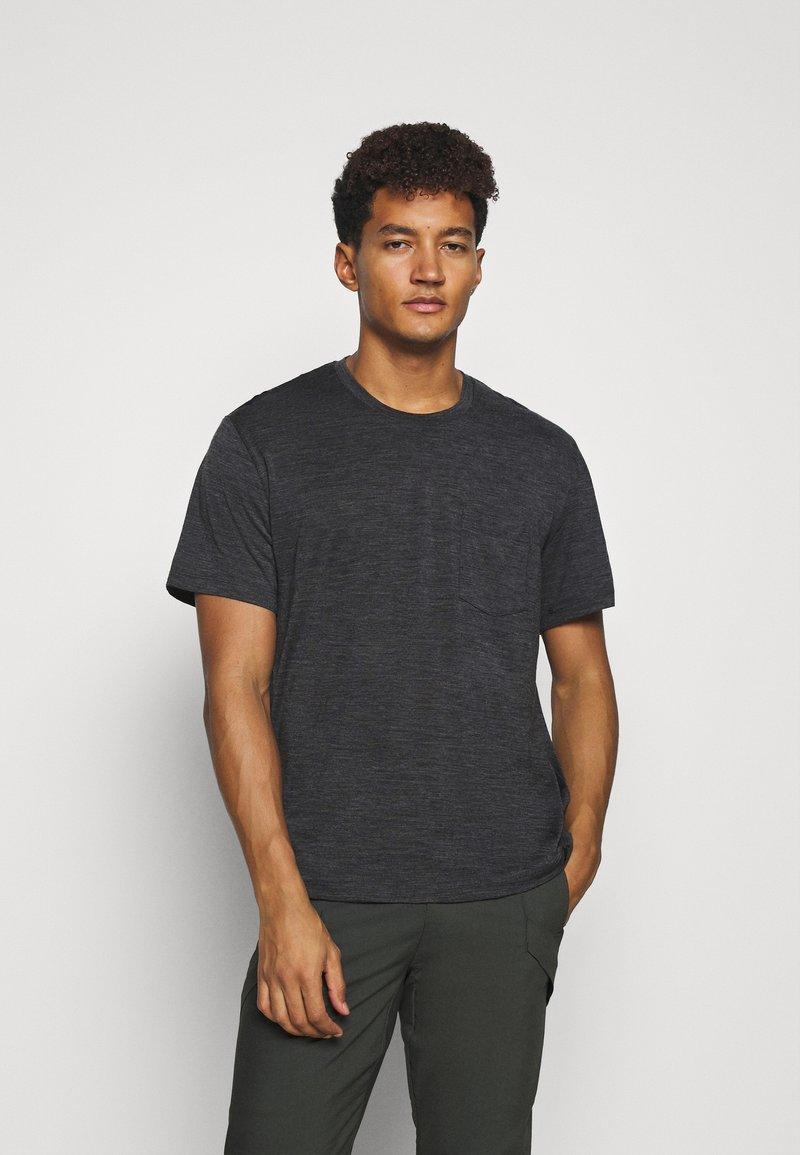 Icebreaker - RAVYN POCKET CREW - Basic T-shirt - jet heather
