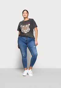 Vero Moda Curve - VMLYDIA  - Jeans Skinny Fit - dark blue denim - 1