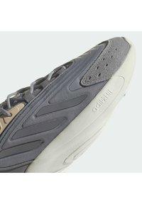 adidas Originals - OZELIA - Trainers - white - 11