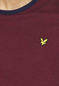 Lyle & Scott - RINGER  - Basic T-shirt - merlot/navy - 5
