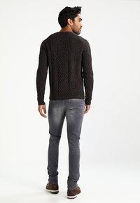 Pier One - Sweter - mottled brown - 2