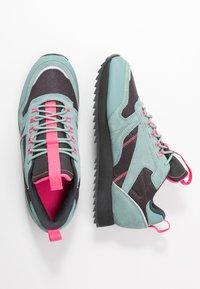 Reebok Classic - RIPPLE TRAIL - Sneakersy niskie - green slash/triple grey/solar pink - 3