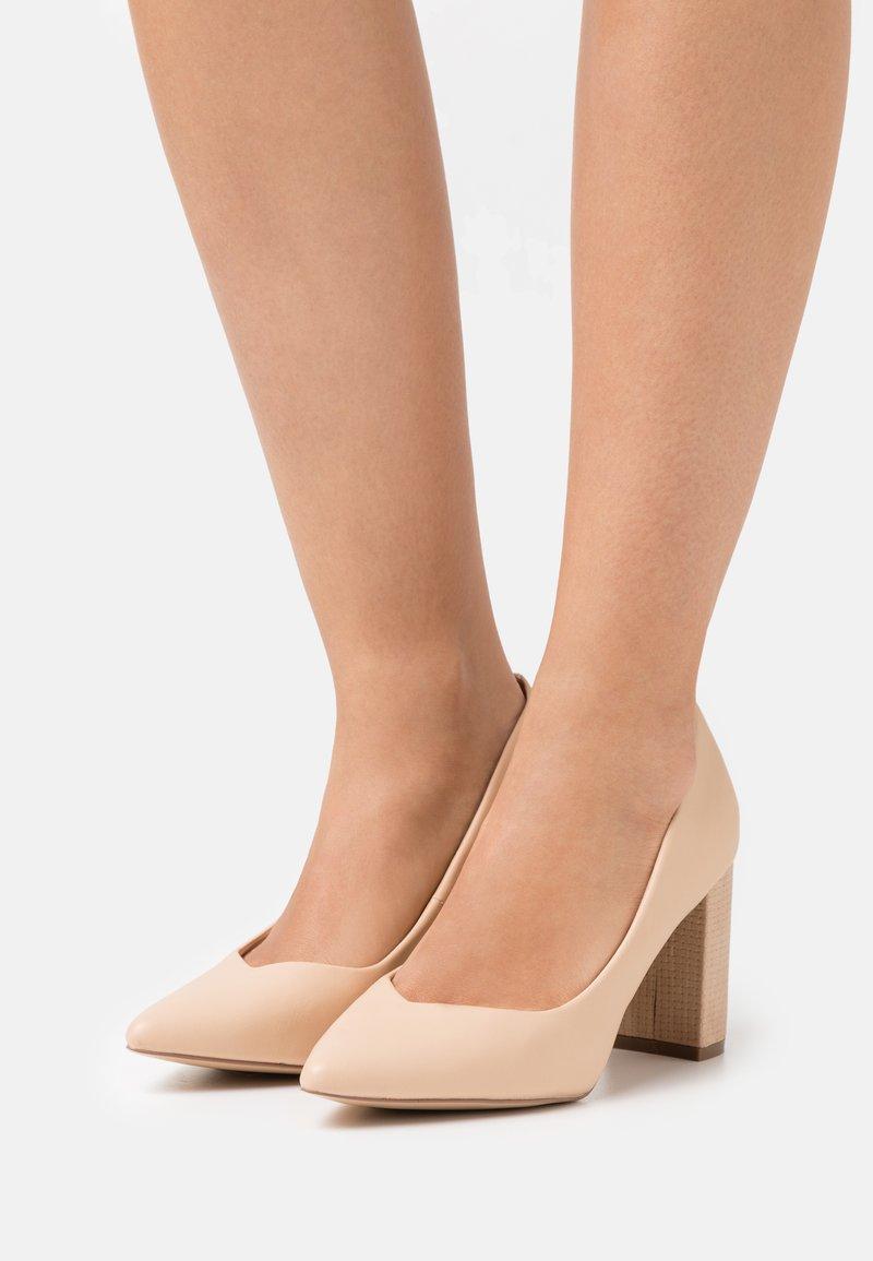 Wallis Wide Fit - WILDROSE UPDATE - Classic heels - natural