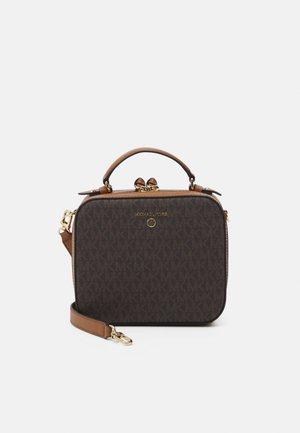 JET SET CHARM XBODY - Handbag - brown/acorn