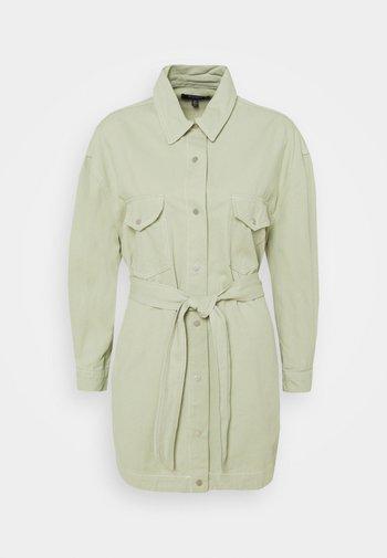CONTRAST STITCH BELTED SKIRT DRESS - Denim dress - green