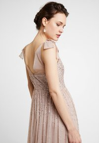 Maya Deluxe - SCATTER EMBELLISHED MAXIDRESS WITH BOW SHOULDER DETAIL - Ballkjole - taupe blush - 3
