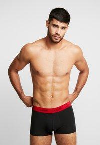 Calvin Klein Underwear - LOW RISE TRUNK 3 PACK - Shorty - black - 1