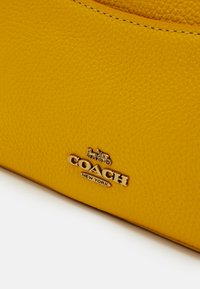 Coach - CAMERA BAG - Across body bag - lemon - 3