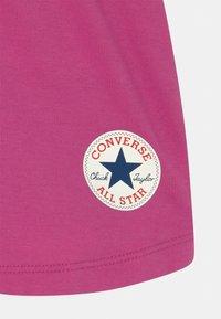 Converse - TIMELESS CHUCK PATCH  - Pantalones deportivos - active fuchsia - 2