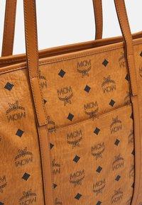 MCM - TONI E/W SHOPPER IN VISETOS - Tote bag - cognac - 4