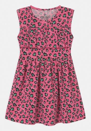 SMALL GIRLS - Robe en jersey - azalea pink