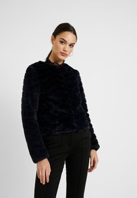 Vero Moda - VMBROOKLYN SHORT JACKET - Vinterjakker - night sky - 0