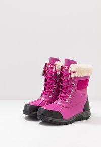 UGG - BUTTE  - Zimní obuv - fuchsia - 3