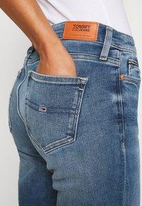 Tommy Jeans - MADDIE BOOTCUT - Džíny Bootcut - evelin mid blue comfort - 5