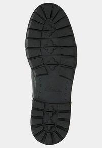 Clarks - BATCOMBE HALL - Casual lace-ups - black - 2