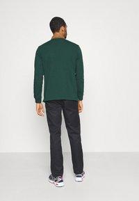 Carhartt WIP - RUGBY - Polo shirt - bottle green/hamilton brown/white - 2