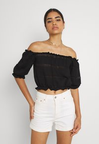 Pieces - PCTAYLEE CROPPED - T-shirt con stampa - black - 1