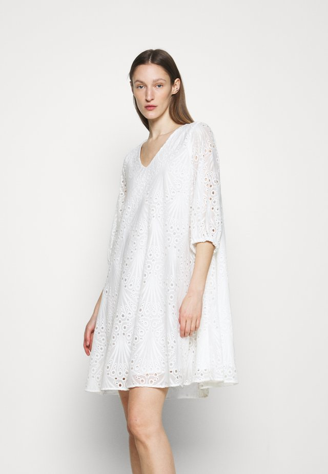 PEACOCK ALLURE - Day dress - white