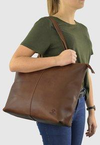 Gusti Leder - Tote bag - brown - 1
