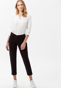 BRAX - STYLE MARA S - Pantalon classique - perma black - 1