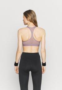Nike Performance - PACK BRA - Brassières de sport à maintien normal - purple smoke/black - 2
