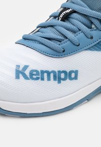 Kempa - WING 2.0 JUNIOR UNISEX - Handball shoes - white/steel blue