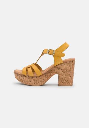 KAROLA - Korkeakorkoiset sandaalit - yellow