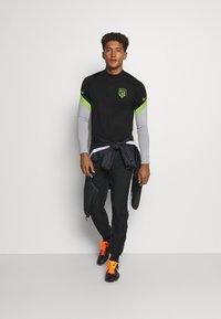 Nike Performance - ATLETICO MADRID DRY DRILL - Klubtrøjer - black/wolf grey/volt - 1