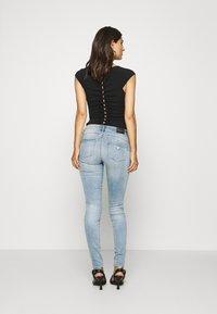 Guess - ULTRA CURVE - Jeans Skinny Fit - blue denim - 2