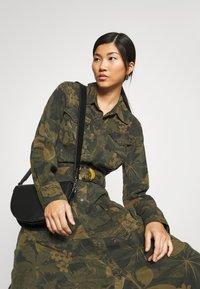 Desigual - VEST MONTSE - Robe d'été - verde militar - 3